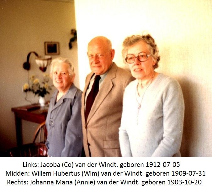 Links Johanna Maria (annie) een van de tweeling Oom Wim of Oom Jo en rechts Jacoba (Co0 van der Windt